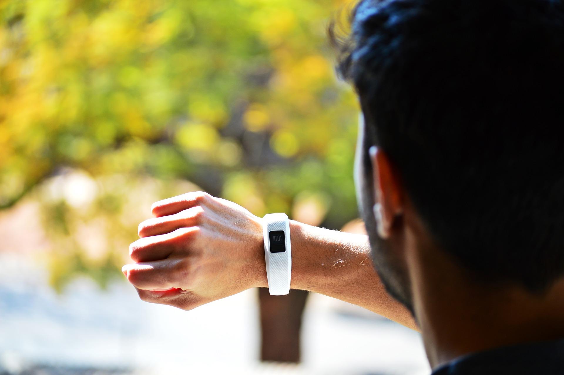 Smartwatch Fitbit para Hombre - Imagen 1